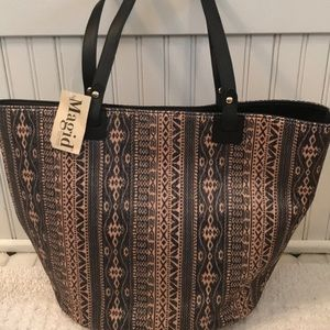 Magid tote woven straw like exterior cute !
